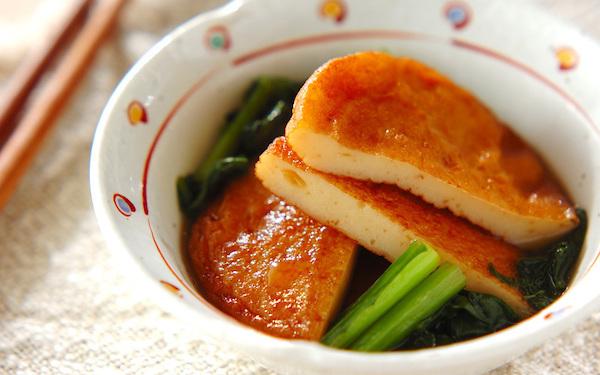 サッと煮るだけで完成、さつま揚げと小松菜の煮物