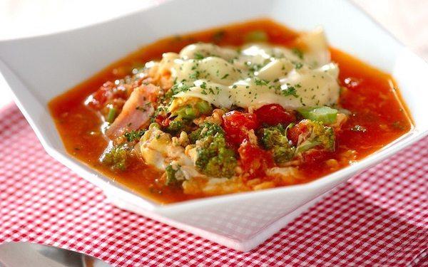 ビタミンCが豊富なトマトチーズのスープご飯