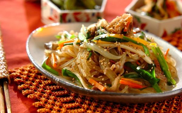 ご飯がもりもり進む、韓国の家庭料理「チャプチェ」