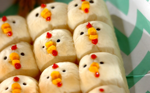 可愛い見た目にホッコリ、にわとりちぎりパン