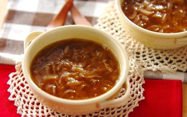 タマネギを炒める必要なし! レンジで簡単「本格オニオンスープ」