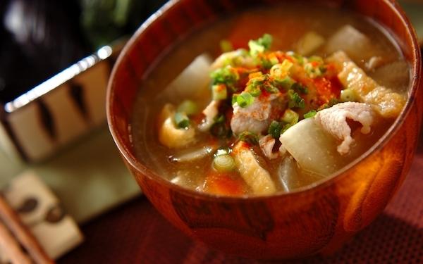 ホッとする味わい、食材の旨味がギュッと詰まったリピート必至の「豚汁」