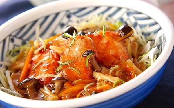 キノコとの組み合わせが最高! トロトロ×パリッ食感の「秋鮭のあんかけ」