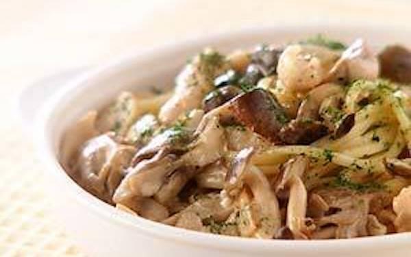キノコ好き必見、ほっこりとした味わいの「キノコのクリーム煮パスタ」