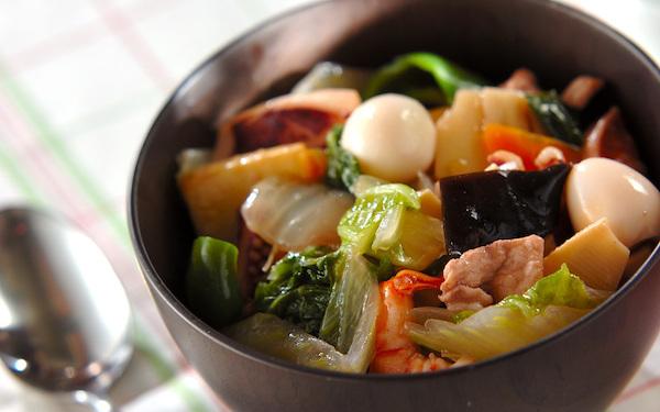 どこか懐かしい味わいがやみつきに、具だくさんな「中華丼」