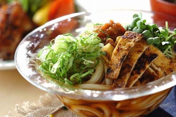 焼き油揚げの冷やし麺