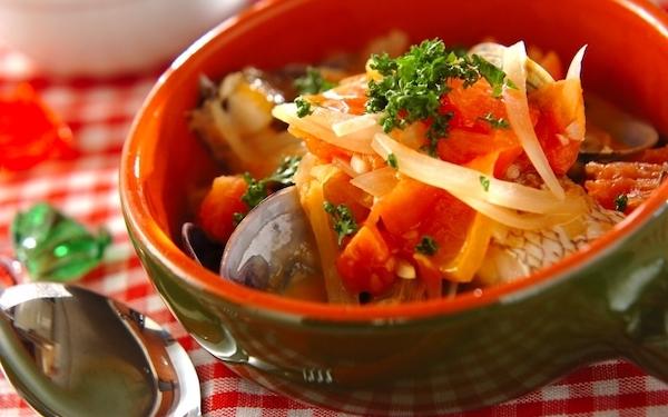魚介の出汁が効いて美味、簡単に作れる「アクアパッツァ」