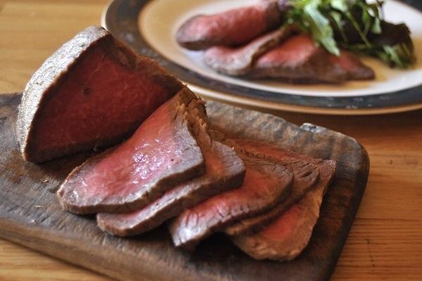 鍋で焼き蒸し ローストビーフ