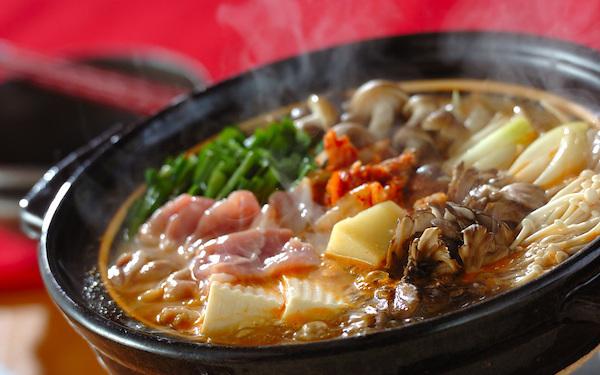 ピリ辛でたまらない美味しさ、豚の「チーズキムチ鍋」