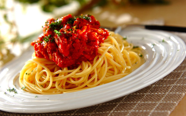 パスタを茹でている間にソースも完成、手軽に作れる「ツナとトマトのパスタ」