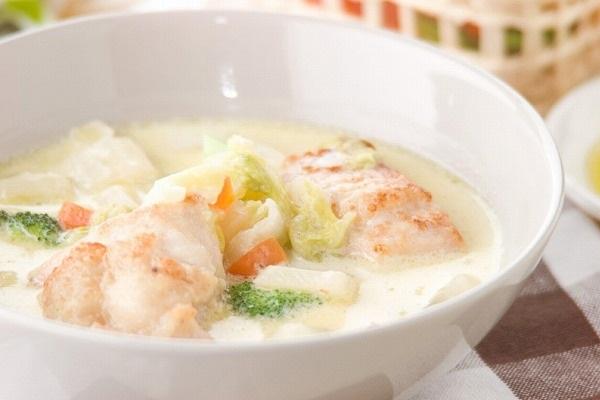 あっさりおいしい鶏むね肉と白菜のクリーム煮