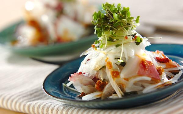 旬の食材を組み合わせた一品、さっぱりとした「タコと新玉ネギのサラダ」