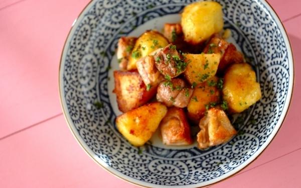 育ち盛りの子どもも喜ぶボリューム感! 鶏もも肉とジャガイモの「バターしょうゆ炒め」