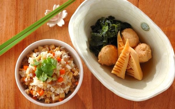 具だくさんで栄養たっぷり、 上品な味わいを楽しめる「混ぜご飯&鶏団子とタケノコの煮物