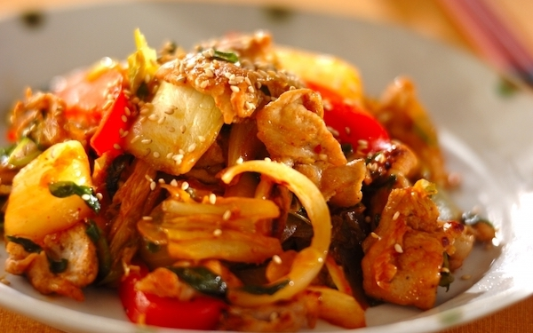 ご飯がもりもり進む定番料理、ピリ辛な味わいがたまらない「豚キムチ」