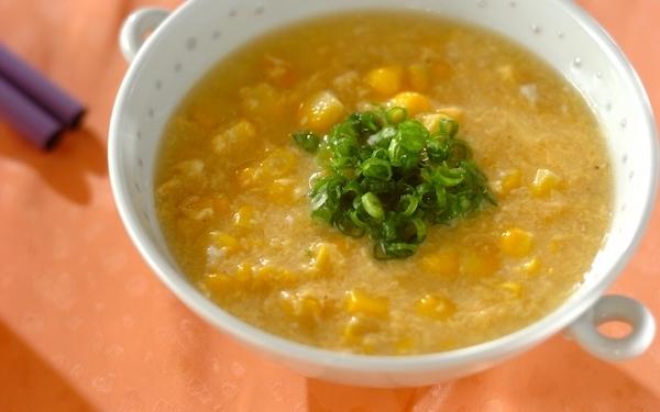 ふんわり卵がやさしいアクセントに、濃厚なとうもろこしの「中華スープ」