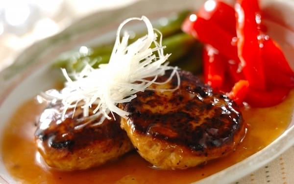上品な和風あんで味わう、柔らかであっさりとした「和風豆腐ハンバーグ」
