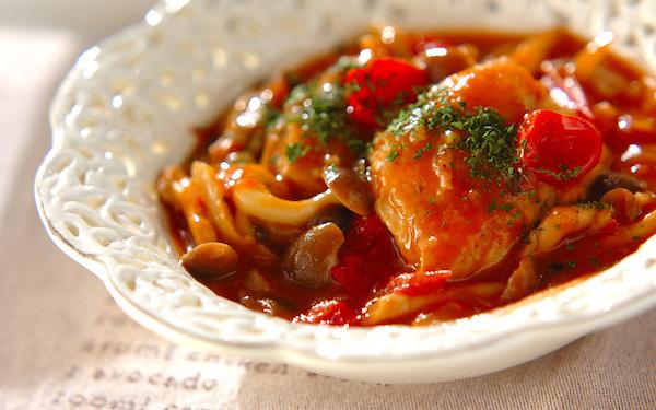 ミニトマトとトマトの2つを使う、鶏肉とシメジの激ウマ「ケチャップ煮」