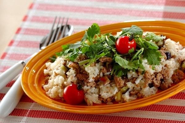 ナスとひき肉のエスニック混ぜご飯