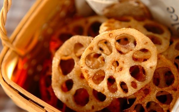 レンコンの甘みが塩気で引き立つ、カリカリ「レンコンチップス」