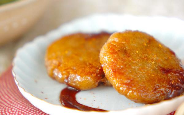 みんなが大好きな甘辛な味わい、もちもち食感がくせになる「レンコンもち」