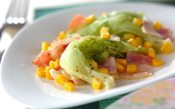 パパッと作れる便利なおかず、野菜の旨味が凝縮した「レタスの洋風蒸し」