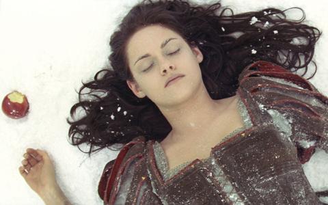 出産後間もない小雪が、永遠の美を追い求める女王に?
