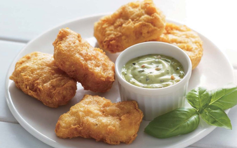 バジルなど複数のハーブをマヨネーズタイプのソースにミックスしたマイルドで食べやすいソース。豊かなバジルの香りが、おなじみの「チキンマックナゲット」のおいしさ