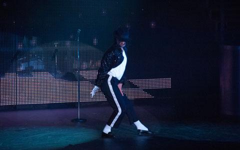 マイケル・ジャクソンの名曲はコレ! 【8選】 – …