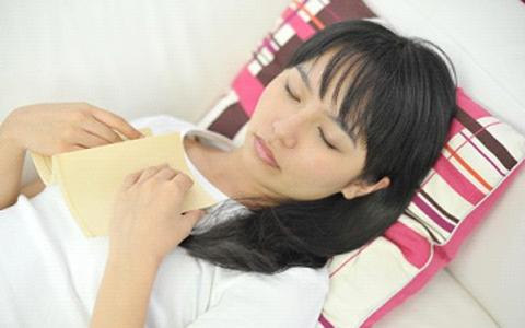 睡眠不足で女性ホルモンが減少!? 「眠活」のための生活改善3つ