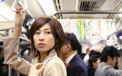 通勤電車で会う男性に片思いした三十路女性の取るべき行動は?