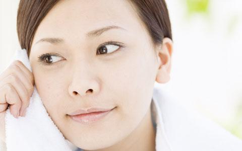 夜、洗顔後は何もつけずに寝るだけ? 肌質や年齢を問わない新スキンケア法「美容断食」とは