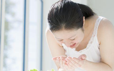 目指せツルツル肌、春の毛穴のお掃除法