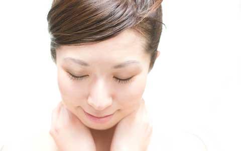 夏の疲れたくすみ肌を一掃、透明感のある肌を導く3ステップとは?
