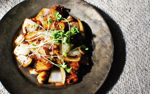 免疫力アップレシピ「まるごとニンニクとじゃがいもの味噌炒め」