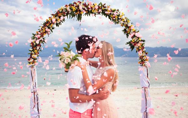 「ラブラブ 結婚」の画像検索結果