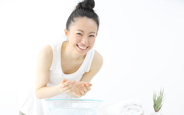 お肌の基本! 正しい洗顔方法を知ってうるおうお肌を手に入れましょう!