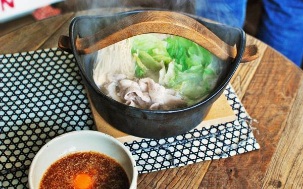 激ウマ鍋レシピ「納豆ダレで食べるヘルシーレタス豚しゃぶ鍋」