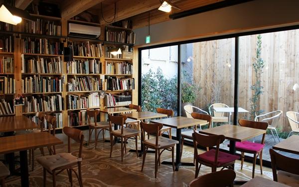 本のあるカフェが好き、写真食堂とおいしい日本の家庭料理@恵比寿 めぐたま