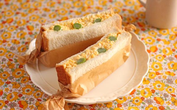 お花見やピクニックに♪ ふんわり卵とアスパラのサンドイッチ