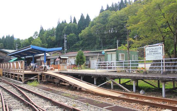 線路の上をサイクリング、岐阜県奥飛騨の「レールマウンテンバイク ガッタンゴー」が大人気!