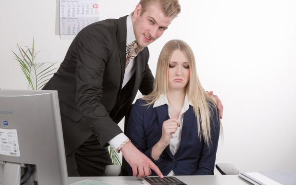 社内の変態おじさんに困っている女性へ! セクハラを上手に交わすコツ