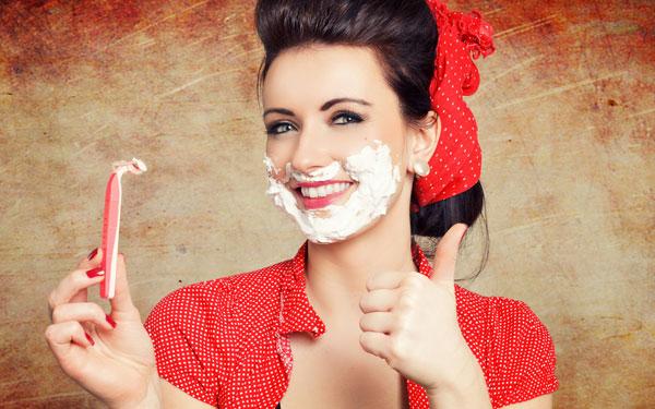 フェイスカラーがワントーン明るくなる、簡単な産毛の処理方法