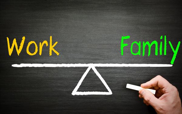 仕事と家庭を天秤にかける