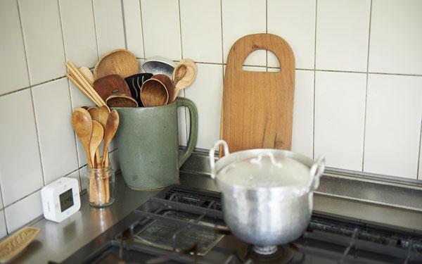 ものが多くても大丈夫! オシャレで使いやすいキッチンの収納法【Iさん家のインテリア#03】
