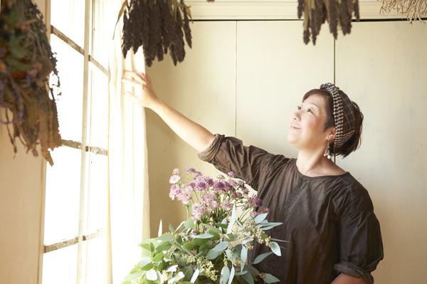 アンティークと花に囲まれた子育てライフ 花生師 岡本典子さん家のインテリア #01