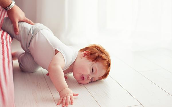 子どもの転落・転倒事故はこうして起きていた! 危ない事例と対策