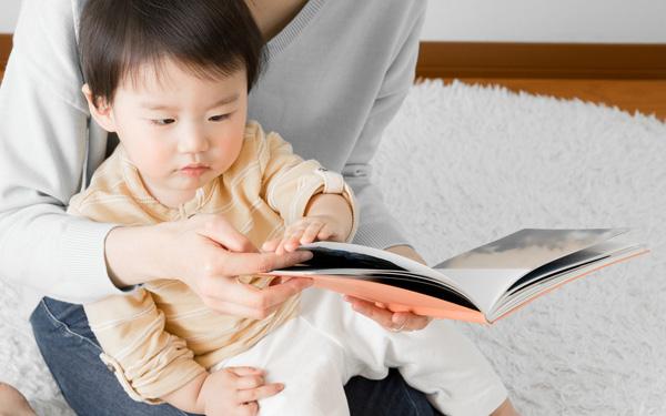 子どもが絵本に飽きたら! お家で迫力の大自然が楽しめる「写真の紙芝居」3選