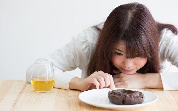 授乳でお腹がすく時どうしていた?間食のコツを先輩ママに聞く