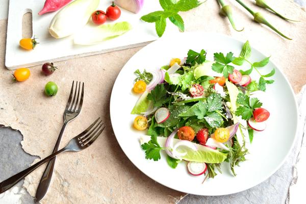 サラダの盛り付けの基本を紹介! 盛り付け上手なママのコツも